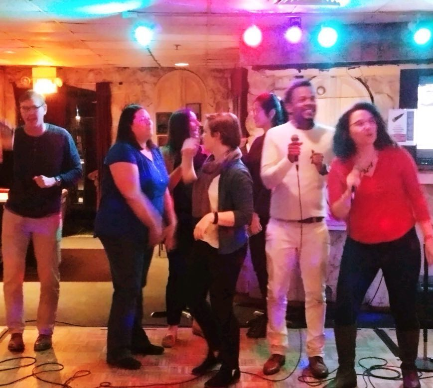 Wow! What a fun night of #karaoke @ Recessions Bar & Grille! A great way to spend a Wednesday #happyhour . More pics to come 🎤💕